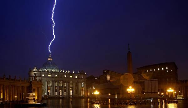 February 11, 18:59 - Lightning strikes the dome of St. Peter during a thunderstorm in the day of the announcement of the resignation of Benedict XVI. A photographer ANSA, Alessandro Di Meo, has immortalized the event. Source: http://www.ansa.it/web/notizie/rubriche/politica/2013/02/11/Benedetto-XVI-lascia-pontificato-Papa-dimette-28-febbraio_8225601.html?idPhoto=1