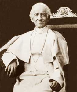 """pope leo xiii rerum novarum essay 2009-4-1 in his 1891 encyclical rerum novarum pope leo xiii forged an """"antecedent genre"""" that set the terms for a century of catholic rhetoric on social justice this essay explains how leo, bound by doctrinal constraints, tried to transcend the church's longstanding conflict with modernism by using the natural law philosophy of st."""