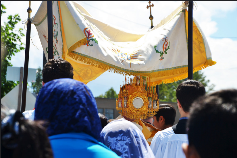 Corpus Christi Procession, Holy Rosary and St Joseph, Tacoma, 2016 (photo by Emily Gossard)