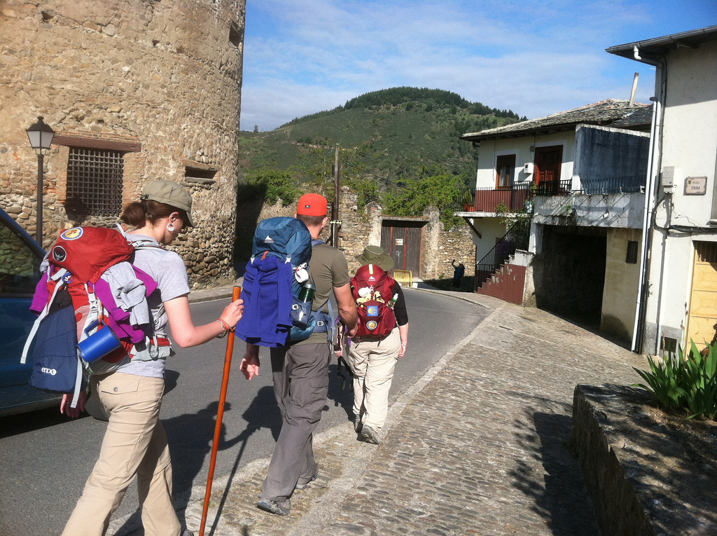 Tara, Smith, Francine walking in Villafranca del Bierzo